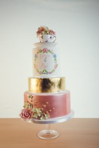 cup-teagold-wedding-cake