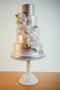 silver-white-wedding-cake